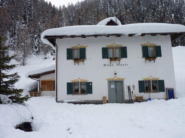 Foto invernale di presentazione Rifugio con camere Malga Dignas