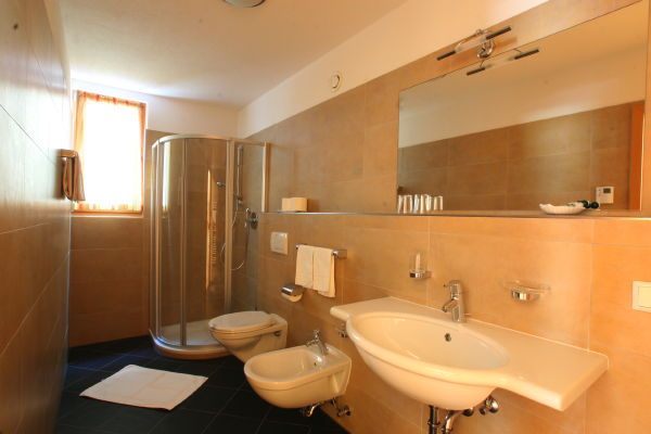 Photo of the bathroom Apartments Dependance Hotel La Fradora Klima Haus