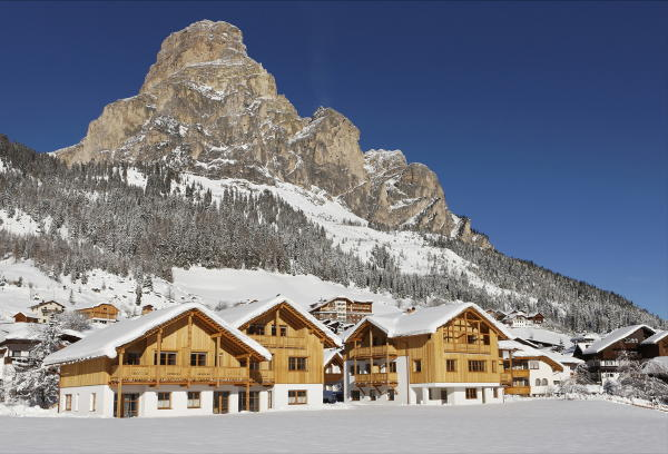 Foto esterno in inverno Apartments Corvara