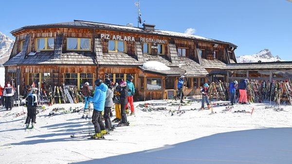 Foto Außenansicht im Winter Bergrestaurant Piz Arlara