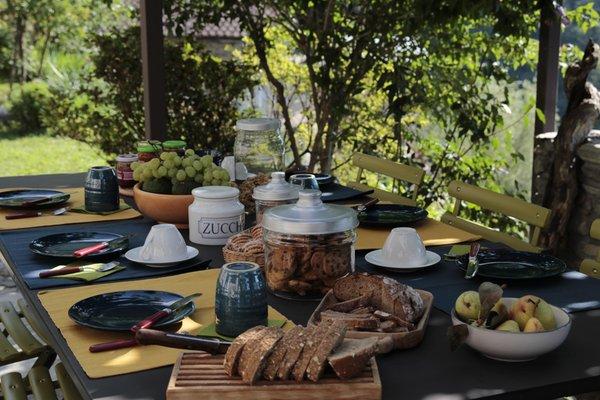La colazione Il Dosso - Maroggia - B&B + Appartamenti