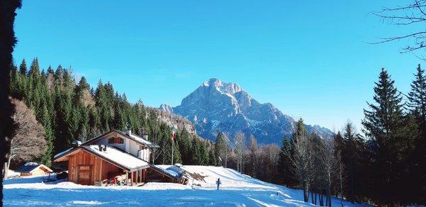 Foto invernale di presentazione Rifugio Gian Pietro Talamini