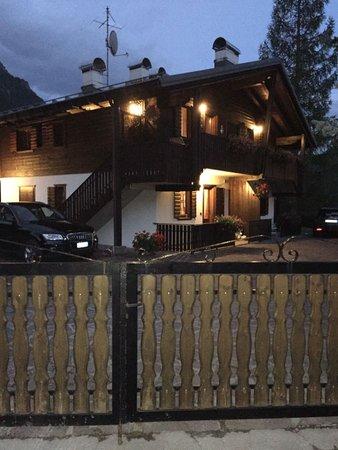 Foto Außenansicht Ferienwohnung Villa il Larice