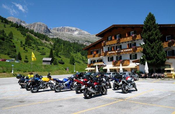 Foto estiva di presentazione Monte Cherz - Hotel 3 stelle