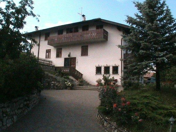 Foto esterno in estate Corrà Renzo