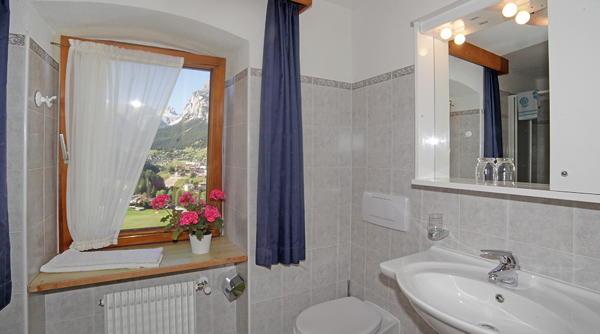 Foto del bagno B&B + Appartamenti Lüch Cianins