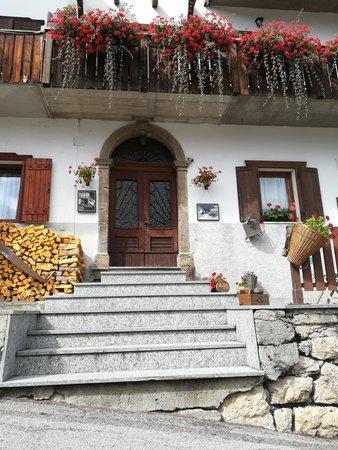 Photo exteriors in summer Civico 10