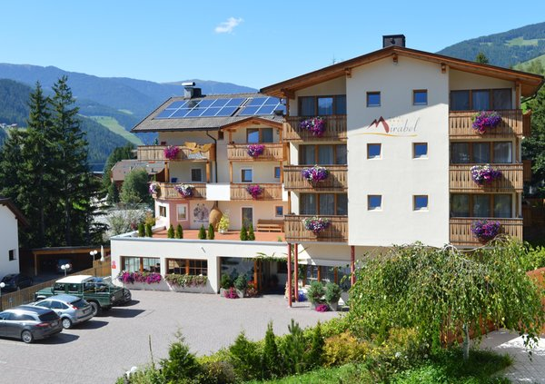 Foto estiva di presentazione Hotel Mirabel