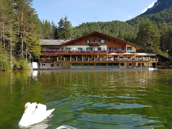 Foto estiva di presentazione Hotel Lago della Creta
