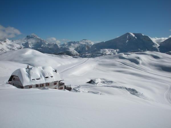 Winter presentation photo Mountain hut Sennes