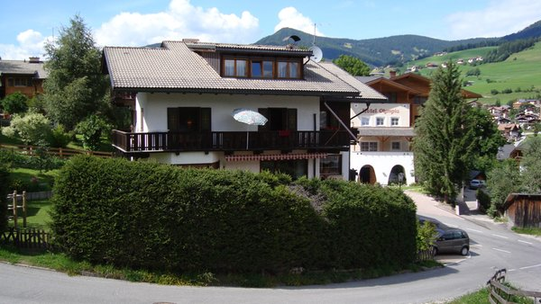 Foto esterno in estate Soratrù