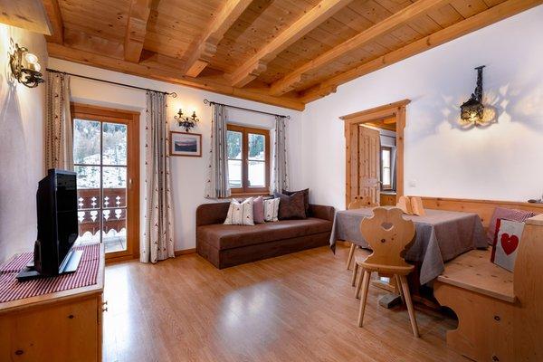 Der Wohnraum Schmiedhof - Ferienwohnungen 1 Blume