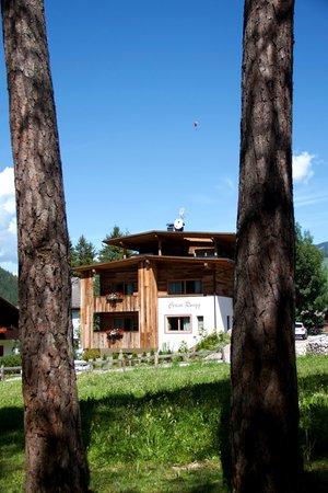 Foto esterno in estate Ciasa Rungg