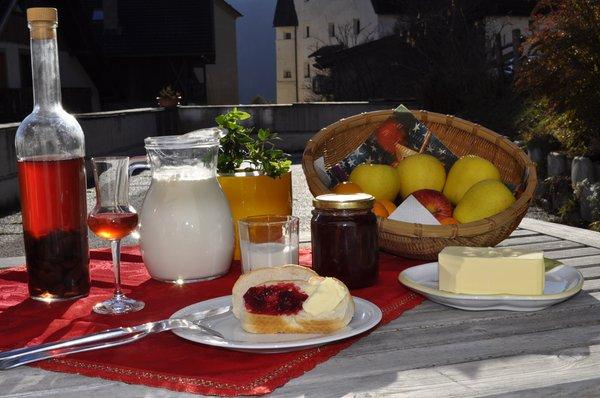 Das Frühstück Lü de Bolser - Ferienwohnungen auf dem Bauernhof 3 Blumen