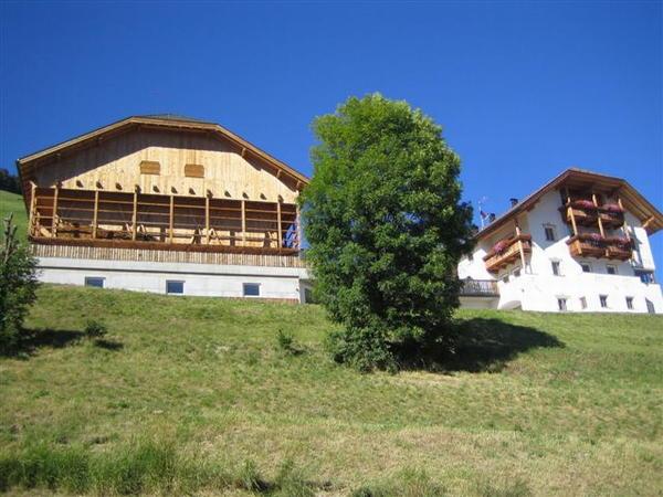 Foto esterno in estate Soratru