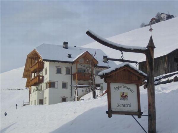 Foto esterno in inverno Soratru