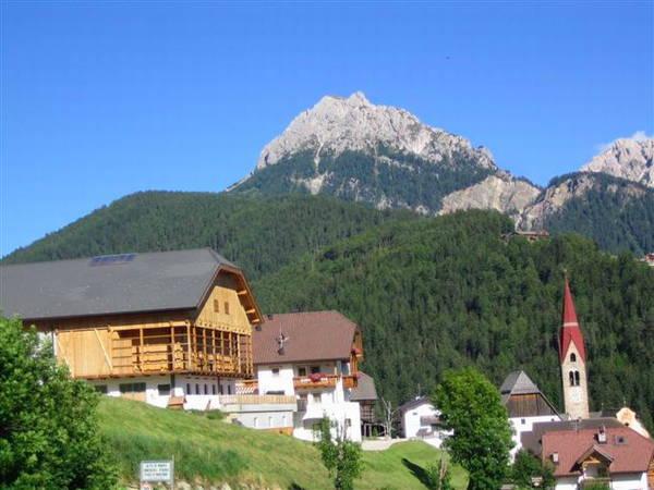 La posizione Appartamenti in agriturismo Soratru Pieve (San Vigilio di Marebbe)