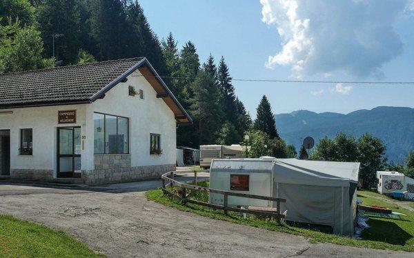 Foto estiva di presentazione Campeggio Belvedere Lavarone
