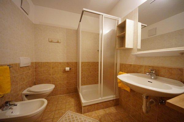 Foto del bagno Appartamenti in agriturismo Maso Corjel