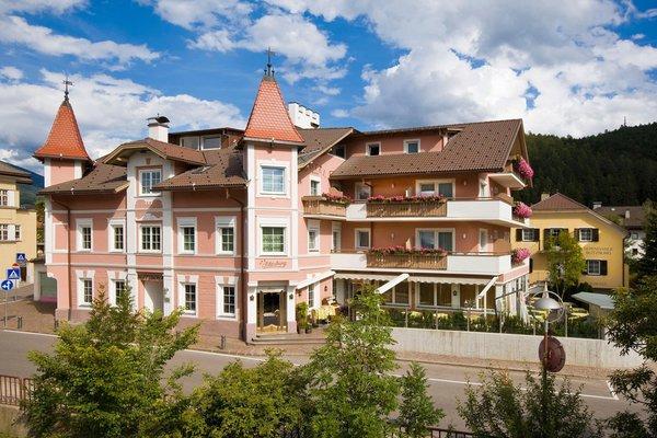 Foto estiva di presentazione Hotel Blitzburg