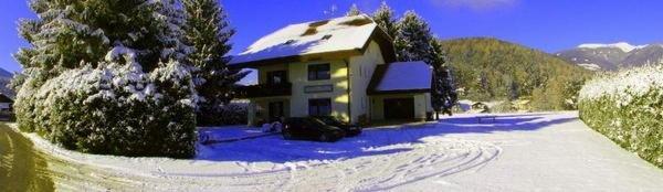 Foto esterno in inverno Vera