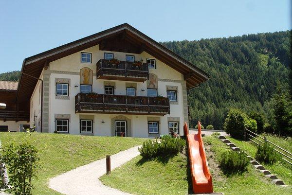 Foto Außenansicht im Sommer Dolomit Family Resort Garberhof