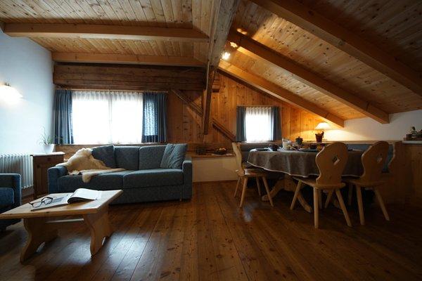 Der Wohnraum Osteria Plazores - rustic sleep - Ferienwohnungen auf dem Bauernhof 3 Blumen