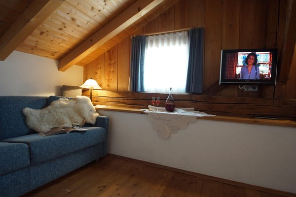 Das Wohnzimmer Osteria Plazores - rustic sleep - Ferienwohnungen auf dem Bauernhof 3 Blumen