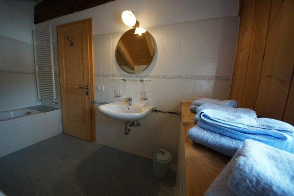 Foto vom Bad Ferienwohnungen auf dem Bauernhof Osteria Plazores - rustic sleep