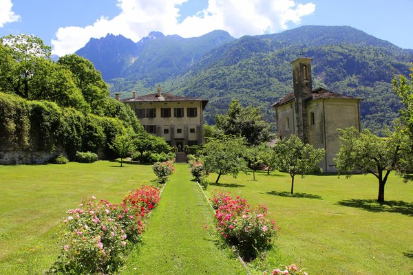 Photo exteriors in summer Palazzo Vertemate Franchi