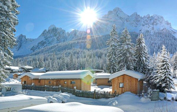 Foto esterno in inverno Caravan Park Sexten - Glamping