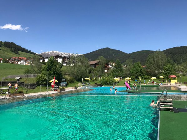 Foto esterno in estate Laghetto naturale di Dobbiaco