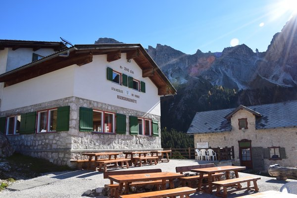 Foto esterno in estate Utia de Ncisles - Rifugio Firenze - Regensbergerhütte