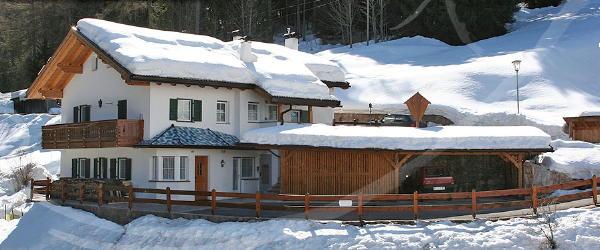Photo exteriors in winter Cësa Vedla