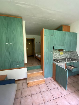 Photo of the kitchen Lores 2