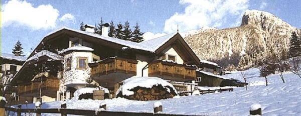 Foto esterno in inverno Ciasa Weber