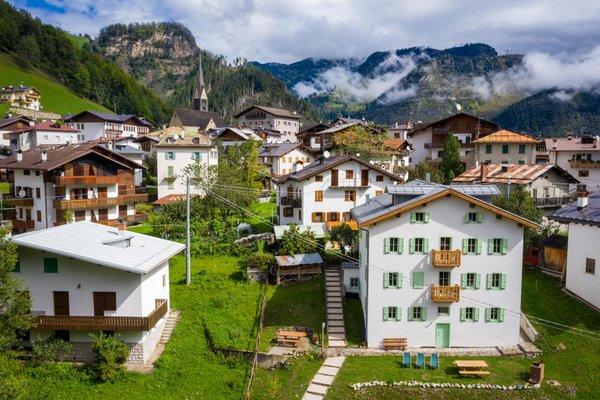 Foto estiva di presentazione Rocca Bruna Apartments