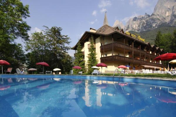 Foto esterno in estate Parc Hotel Miramonti