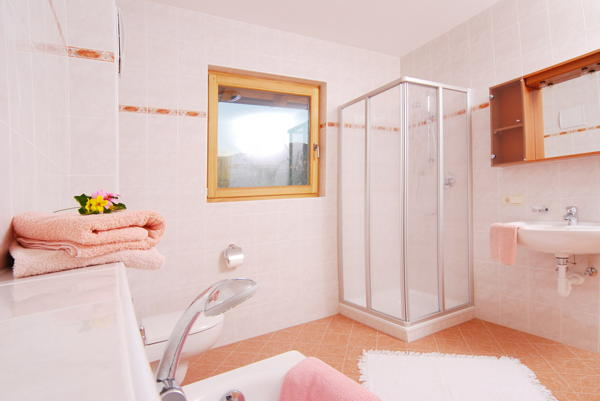 Photo of the bathroom Rooms + Apartments in farmhouse Mesnerhof
