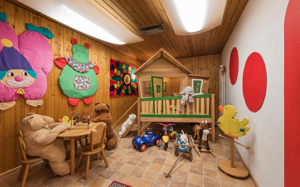 The children's play room Hotel Cavallino Bianco / Weisses Rössl