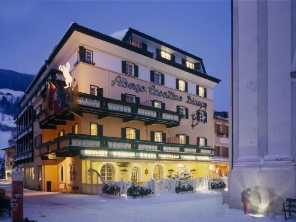 Foto invernale di presentazione Cavallino Bianco - Hotel 4 stelle sup.