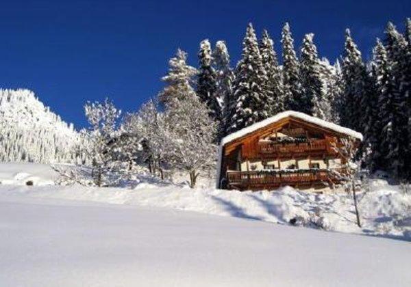 Foto esterno in inverno El Cirum
