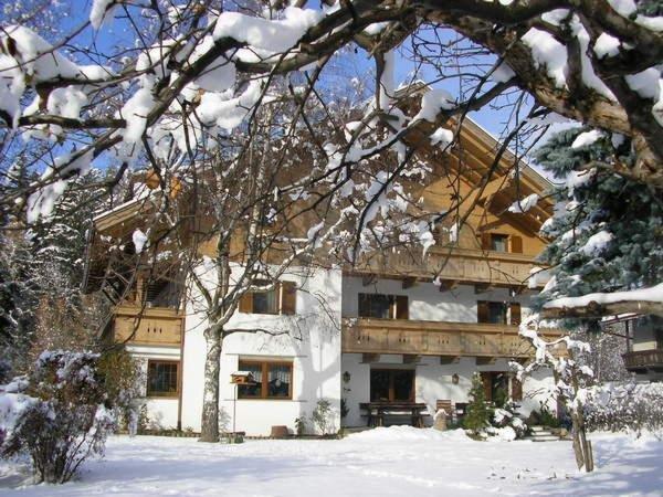 Winter Präsentationsbild Pension Burgblick