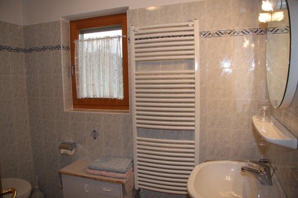 Foto del bagno Camere + Appartamenti in agriturismo Mair am Hof