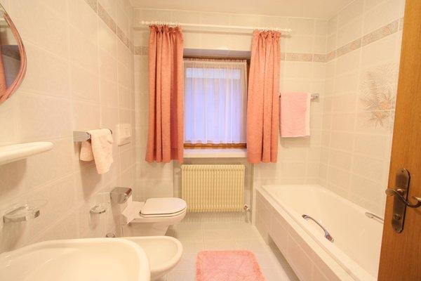 Foto del bagno Appartamenti in agriturismo Übersteiner