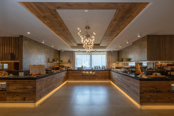 Das Frühstück Ciampedie Luxury Alpine Spa Hotel