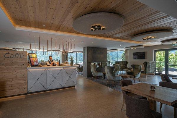 Foto von der Bar Ciampedie Luxury Alpine Spa Hotel