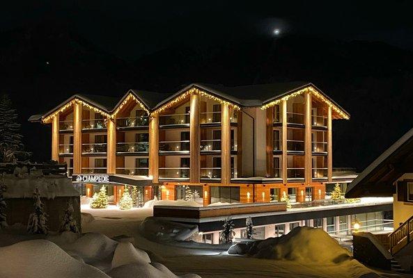 Foto Außenansicht im Sommer Ciampedie Luxury Alpine Spa Hotel