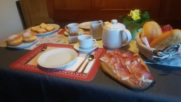 Das Frühstück B&B + Ferienwohnungen Ciesa La Vèrda