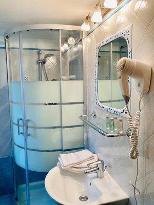 Foto del bagno B&B + Appartamenti Ciesa La Vèrda
